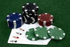 Kort- och pokerchiper Royaltyfri Foto