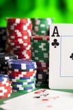 kortchiper som leker poker Royaltyfria Bilder