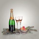 Kortdesign för nytt år med Champagne. Julplats. Beröm Royaltyfri Fotografi