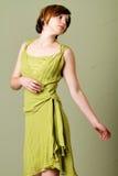 Korte haarvrouw met kleding royalty-vrije stock afbeelding