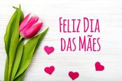 Kortet för dagen för moder` s med portugis uttrycker: Lycklig dag för moder` s Arkivbilder