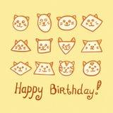 Kortet för den lyckliga födelsedagen med den roliga katten tystar ned på gul bakgrund Arkivbilder