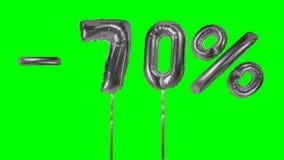Korting 70 zeventig percenten van de zilveren banner die van de ballonverkoop op groene het scherm het winkelen aanbieding drijve stock video
