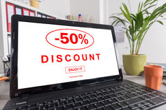 Kortingsconcept op laptop Royalty-vrije Stock Afbeeldingen