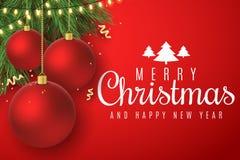kortjul som greeting Röda bollar för jul på granträd  Glödande guld- ljus girland Illustration i vektor stock illustrationer