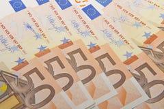 kortslutning för pengar för fält för bakgrundsdjupeuro Royaltyfri Fotografi
