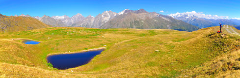 Koruldi Lakespanorama, Svaneti Georgia royaltyfri foto