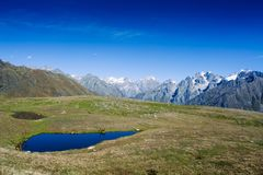 Koruldi sjöarna i de Kaukasus bergen royaltyfri bild