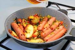Korv och grönsak royaltyfri foto