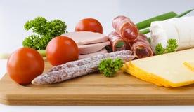 Korv, ost och grönsaker ombord Fotografering för Bildbyråer