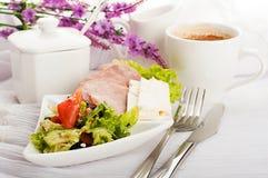 Korv, ost och kaffe royaltyfria bilder