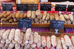 Korv på den Provence marknaden Royaltyfri Foto