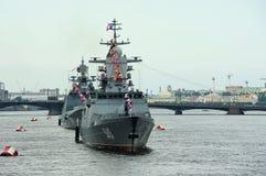 Korvet Stoykiy en fregatadmiraal Makarov tijdens een zeepari Royalty-vrije Stock Afbeeldingen