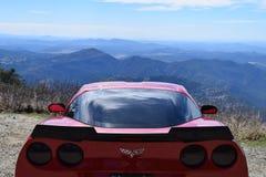 Korvett z06 på ett berg arkivfoto