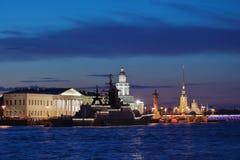 Korvette Stoykiy in der Mitte von St Petersburg, Russland Lizenzfreie Stockbilder