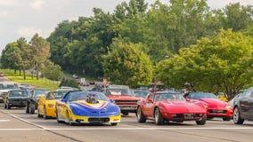 Korvetten, Camaro, en een GTO bij de Woodward-Droomcruise Stock Foto