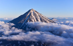 Koryaksky vulkan på den Kamchatka halvön, Ryssland arkivbilder