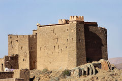 Korygujący casbah blisko El Mhamid, Maroko obrazy stock