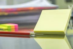 Korygujący używać umiejętność Ołówki i gumki używają jako edytorstwo obrazy stock