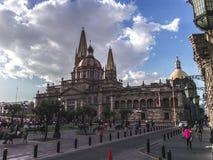 Korytarz na chmurnym dniu i katedra Guadalajara zdjęcie stock