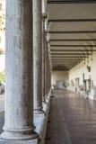 Korytarz rzymskie kolumny jako tło Obrazy Stock