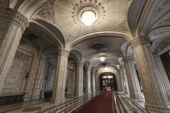 Korytarz w pałac Rumuński parlament fotografia stock