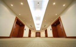 korytarza drzwiowy drzwi końcówka korytarza drewno Obrazy Stock