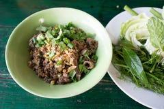 Korzenna minced wieprzowiny sałatka, minced wieprzowiny breja z korzennym, Tajlandzkim jedzeniem, Obrazy Stock