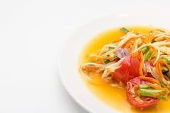 Korzenna zielona melonowiec sałatka, somtum odizolowywający na białym tle lub, Tajlandzka kuchnia Obraz Stock