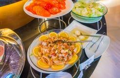 Korzenni kluski z garnelą i warzywami zdjęcie royalty free