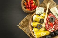 Korzenni pieprze faszerujący z błękitnym serem Chillies i ser Reklamować na korzennych bakaliach Notatki piec na grillu mięsa Fotografia Royalty Free