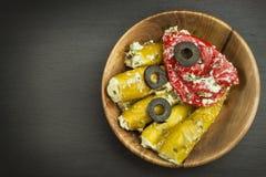 Korzenni pieprze faszerujący z błękitnym serem Chillies i ser Reklamować na korzennych bakaliach Notatki piec na grillu mięsa Zdjęcie Stock