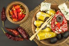 Korzenni pieprze faszerujący z błękitnym serem Chillies i ser Reklamować na korzennych bakaliach Notatki piec na grillu mięsa Obraz Royalty Free