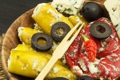 Korzenni pieprze faszerujący z błękitnym serem Chillies i ser Reklamować na korzennych bakaliach Notatki piec na grillu mięsa Zdjęcia Royalty Free