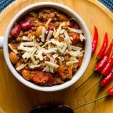 Korzenny Chili z fasolami, pomidorami i Tajlandzkimi pieprzami, Fotografia Royalty Free
