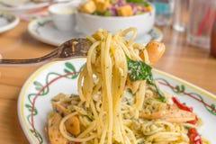 Korzenny kiełbasiany spaghetti z basilu kumberlandem Zdjęcia Royalty Free