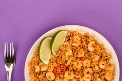 Korzenny meksykanin Rice Z Smażący wapno, garnelami I krewetki lub zdjęcie royalty free