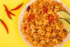 Korzenny meksykanin Rice Z Smażący wapno, garnelami I krewetki lub zdjęcia royalty free