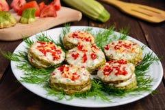Korzenny smażący zucchini dzwoni z majonezem, czosnkiem, gorącym pieprzem i ziele, Fotografia Royalty Free
