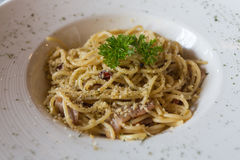 Korzenny spaghetti w oliwa z oliwek i bekonie Obraz Stock