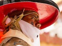 Korzok, INDIA - 23 juli: Een monnik voert een godsdienstige zwarte hoed ma uit stock fotografie