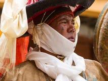 Korzok, INDIA - 23 juli: Een monnik voert een godsdienstige zwarte hoed ma uit royalty-vrije stock afbeelding