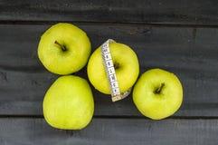 Korzyści łasowań jabłka, jabłka pomagają gubić ciężar, obraz stock