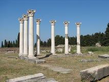 kos för ö för antik ascclepionkolonn grekiska Royaltyfria Bilder