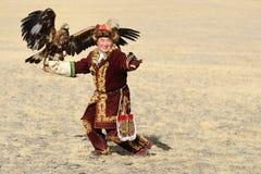 Kosh-Agach,俄罗斯- 2014年9月21日:与老鹰的猎人 免版税库存图片