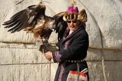 Kosh-Agach, Russland - 21. September 2014: der Jäger mit einem Adler Lizenzfreies Stockfoto