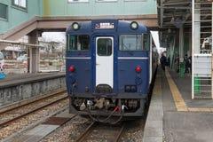 Koshino Shu*Kura, le train pur japonais d'échantillon de vin de riz photographie stock