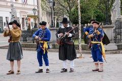 Kosice, Eslováquia - 8 de maio de 2016: Mosqueteiros no festival da cidade Fotos de Stock Royalty Free
