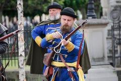 Kosice, Eslovaquia - 8 de mayo de 2016: Mosqueteros en el festival de la ciudad Foto de archivo