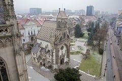 Kosice - prospettiva dalla cattedrale di Elizabeth del san alla cappella di Michaels del san Fotografie Stock